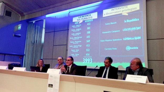 Il tavolo dei relatori durante l'intervento del questore Intini
