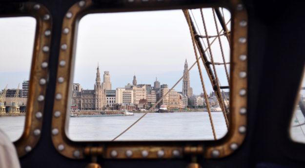 La città di Anversa dalla plancia di Nave Vespucci