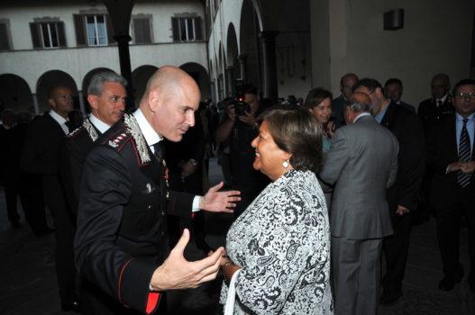 La presidente della Corte d'Appello di Firenze Margherita Cassano saluta il colonnello Lorenzoni