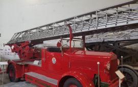 Un'autoscala degli anni '30 dei pompieri di Firenze