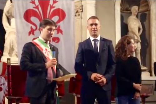 Il sindaco di Firenze Dario Nardella e Gabriel Batistuta in Palazzo Vecchio