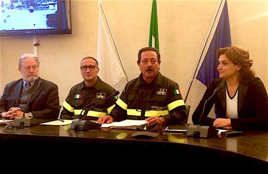 Il direttore regionale Gregorio Agresta (2° da destra) alla conferenza stampa. Con lui l'assessore Alessia Bettini, il comandante provinciale di Firenze Roberto Lupica e il professor Giorgio Federici