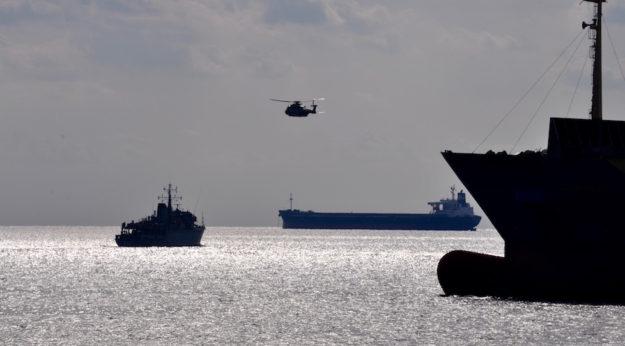Una fase dell'addestramento cacciamine nel golfo di La Spezia
