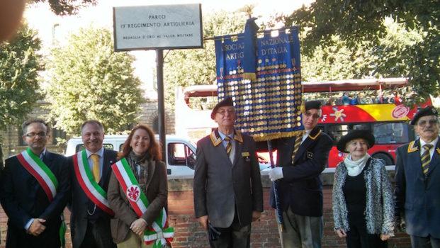 Le autorità alla cerimonia di intitolazione del parco 19° Reggimento Artiglieria a Firenze