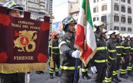 Vigili del Fuoco davanti al Duomo di Firenze