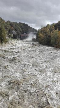 La corrente dell'Arno in uscita dalla diga di Levane