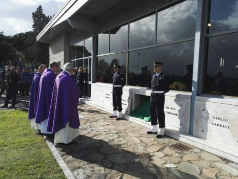 Cerimonia religiosa davanti al Sacrario dei Caduti di Kindu