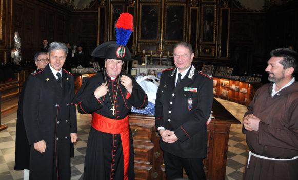Il cardinale Betori con i generali Saltalamacchia (a sin.) e Cavallo