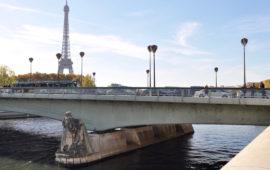 La statua dello Zuavo sotto il Ponte de l'Alma a Parigi