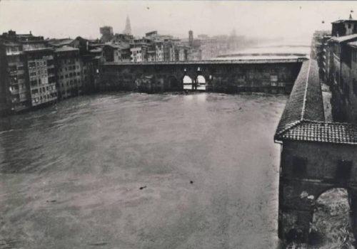 Ponte Vecchio a Firenze il 4 novembre 1966