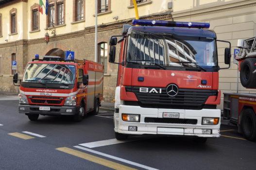 Automezzi dei Vigili del Fuoco fuori della Centrale di Firenze nella giornata du Santa Barbara