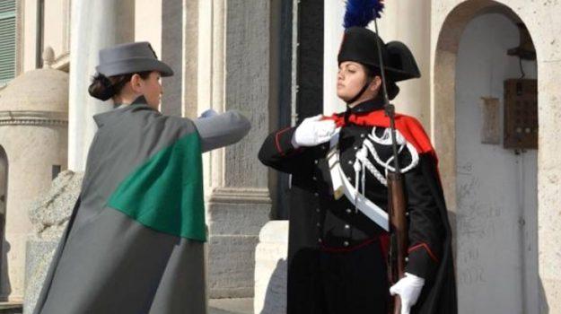 Cambio della guardia al Quirinale tra Carabinieri e Forestale