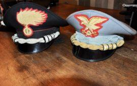 Berretti di ufficiali dei Carabinieri e della Forestale