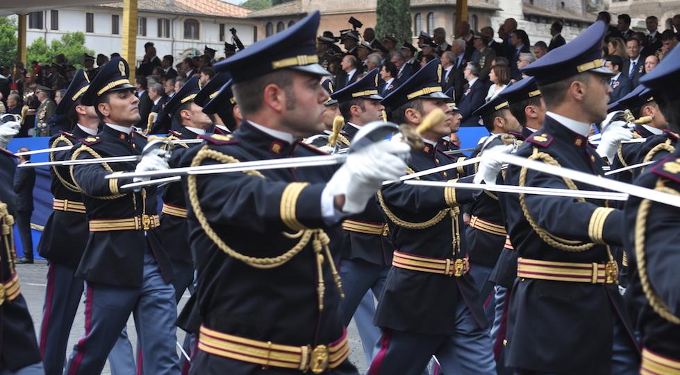 Funzionari di Polizia alla parata del 2 giugno 2016 a Roma (foto Osservatorelibero.it)