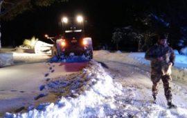 Mezzi dell'Esercito sulle strade della Puglia bloccate dalla neve