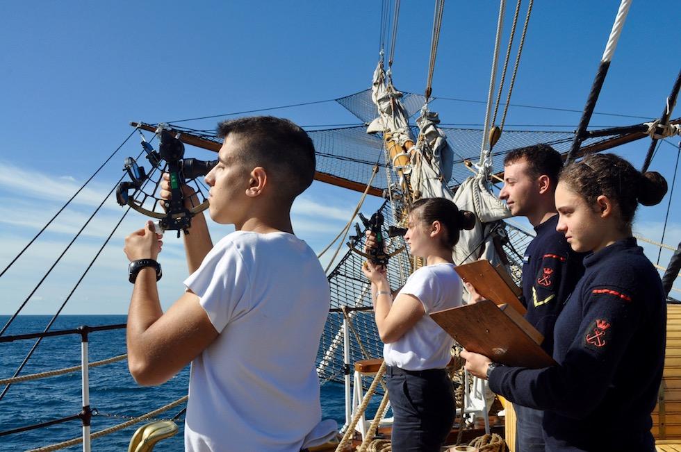Allievi dell'Accademia Navale su Nave Vespucci Agosto 2016 (foto OsservatoreLIbero.it)