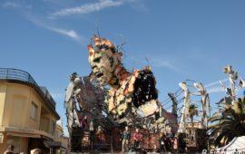 """Il carro """"Frontiere"""" ha vinto il Carnevale di Viareggio 2017"""