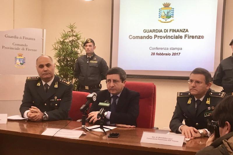 Da sin. colonnello Adriano D'Elia, procuratore capo di Firenze Giuseppe Creazzo, il generale Benedetto Lipari