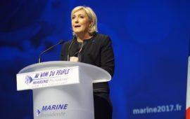Marine Le Pen apre la campagna elettorale del Front National alle presidenziali francesi 2017