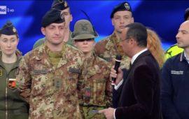 Carlo Conti intervista i militari dell'Esercito a Sanremo 2017