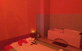Il centro massaggi a luci rosse scoperto dalla Finanza a Firenze (Foto GdF)