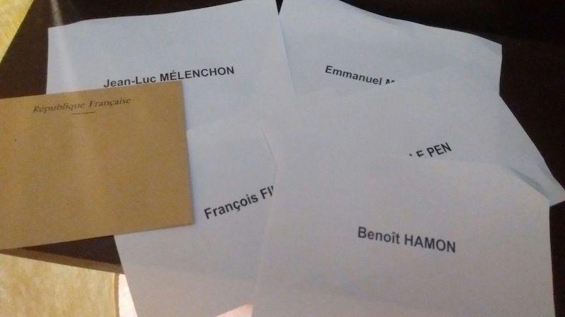 Schede elettorali per le presidenziali 2017 in Francia