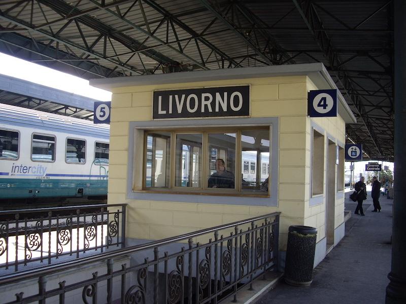 La tragedia nella notte alla stazione di Livorno