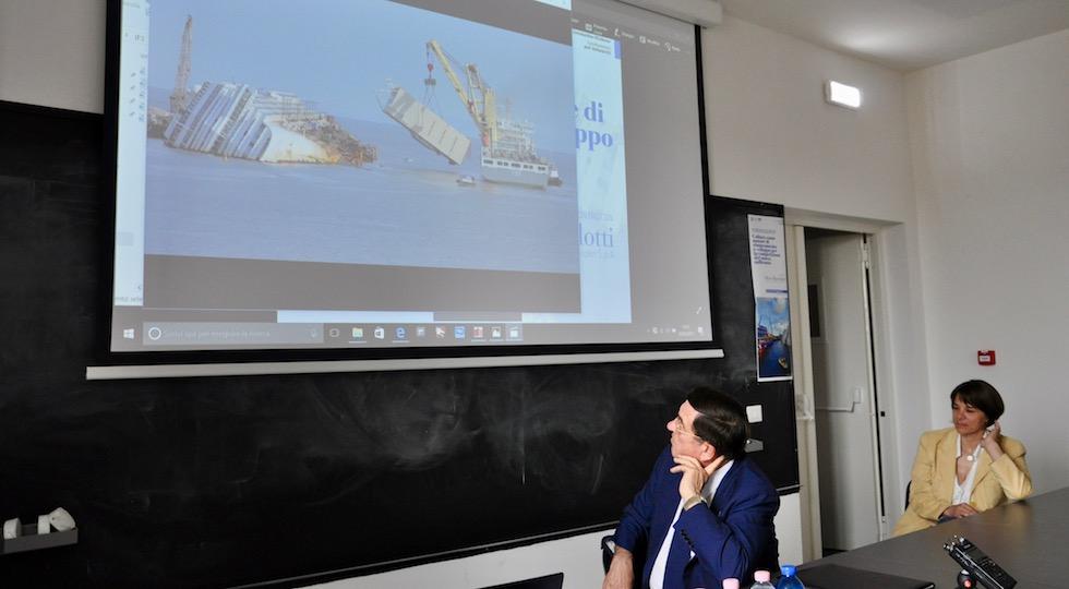 Silvio Bortolotti, patron di Micoperi, durante il suo intervento all'Università di Firenze