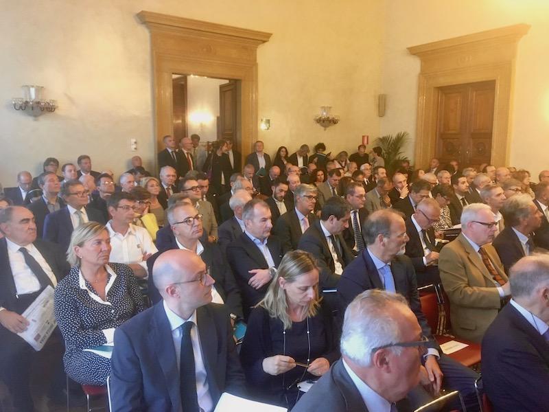 Il pubblico durante la presentazione del report sull'economia toscana nel 2016