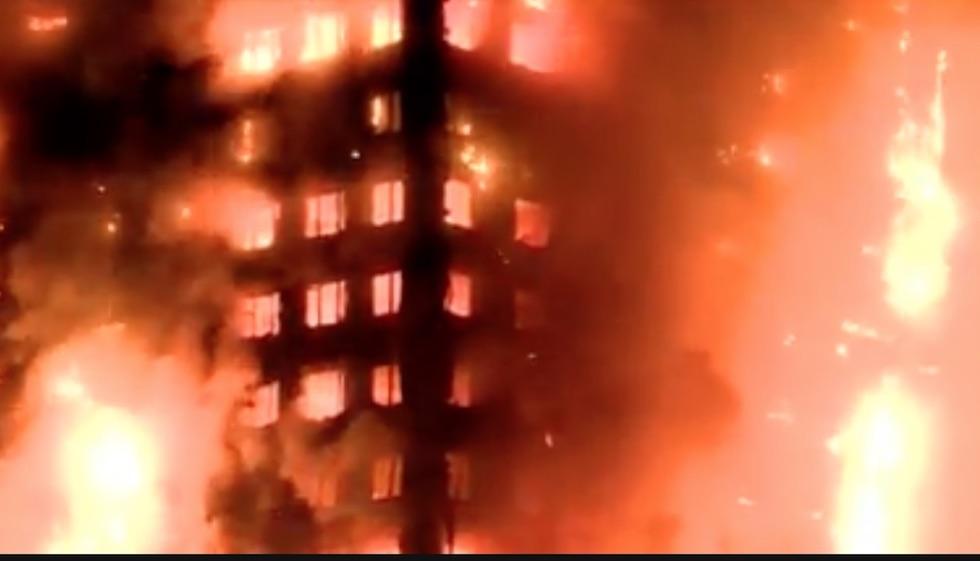 Le fiamme divorano la Grenfeel Tower a Londra