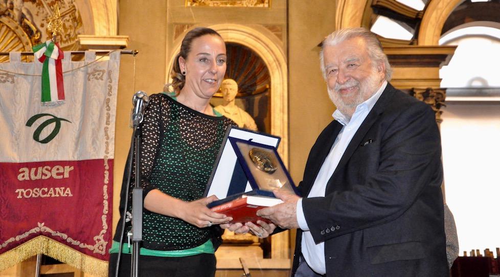 Sara Funaro premia Pupi Avati al Filo d'Argento 2017