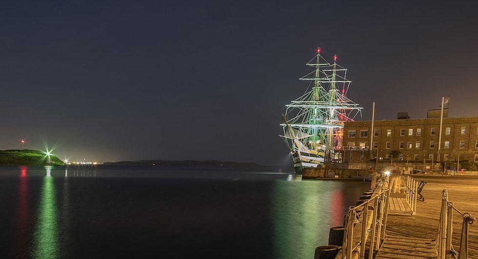 Nave Vespucci nel porto di Halifax (foto Marina Militare)