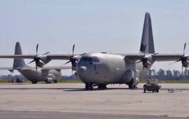Aerei C130J da trasporto sulla pista dell'aeroporto di Pisa
