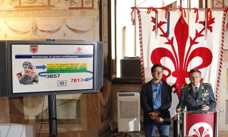 Il sindaco Nardella e il generale Lipari alla conferenza stampa a Palazzo Vecchio