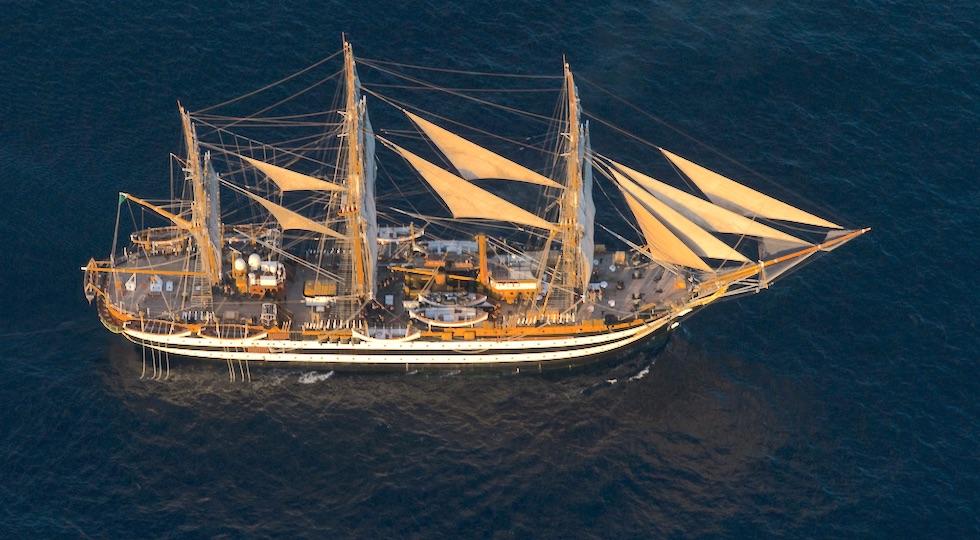La nave scuola Amerigo Vespucci in navigazione (Foto Marina Militare)
