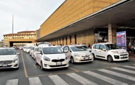Non è possibile prenotare un taxi di notte ad un parcheggio taxi