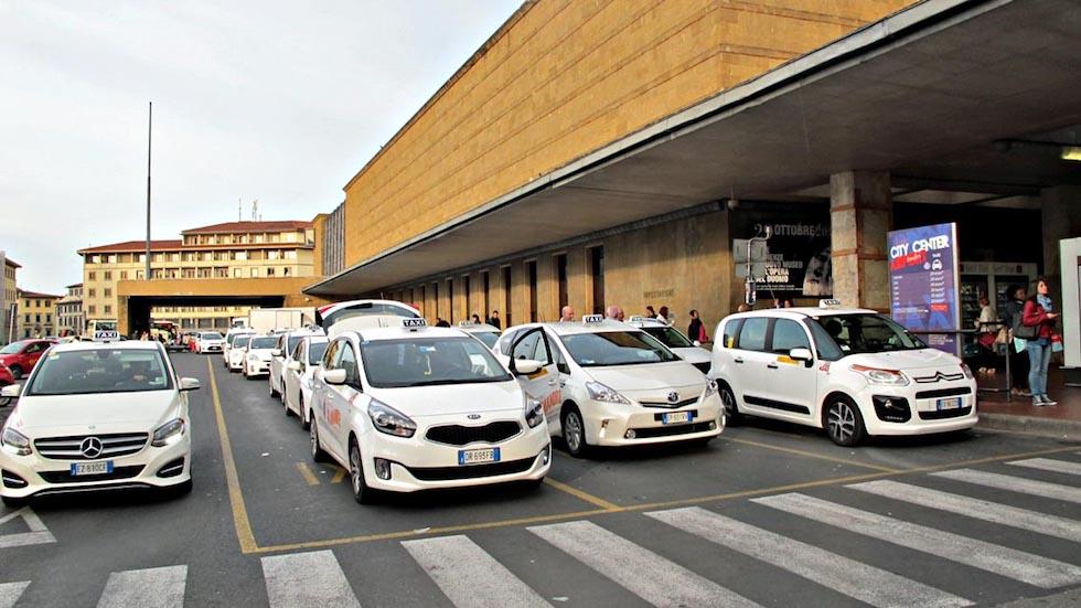 Difficile, se non impossibile, orenotare un taxi a Firenze
