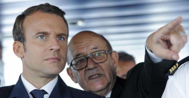 Emmanuel Macron e Jean-Yves Le Drian