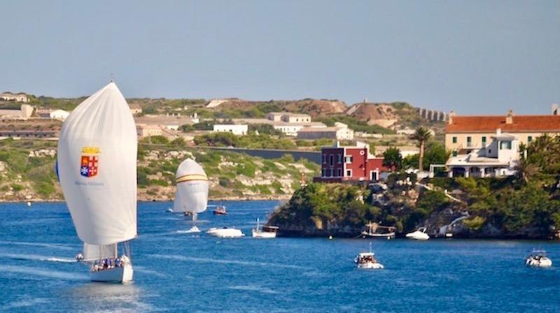 Nave Corsaro II (a sin.) al suo arrivo a Port Mahon Isola di Minorca nel 2015 (foto S.Addario)
