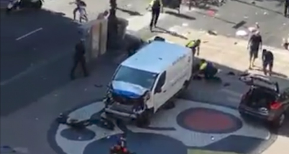 Dopo la folle corsa il furgone si è fermato in mezzo alle Ramblas di Barcellona