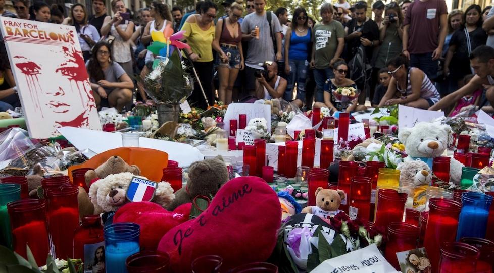 Barcellona piange le vittime dell'attentato terroristico del 18 agosto 2017