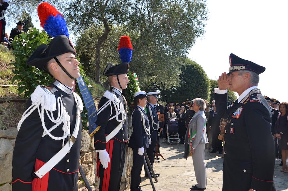 Il generale Saltalamacchia e il sindaco di Fiesole Ravoni rendono omaggio ai Martiri di Fiesole