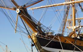 La prua di Nave Vespucci con la statua del navigatore fiorentino