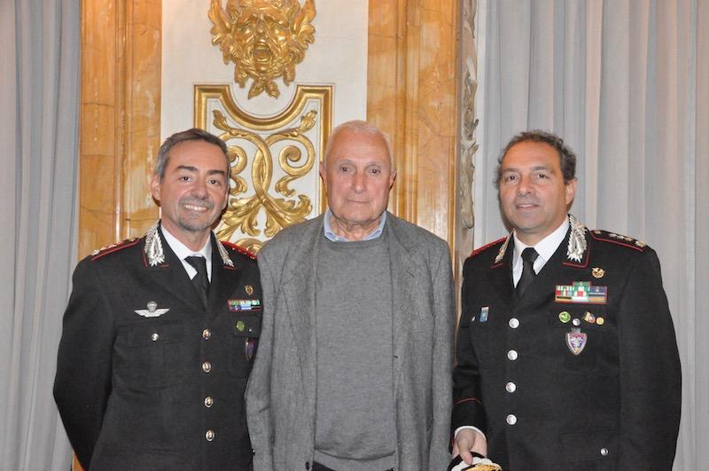 il professor Pietro Piussi (UniFi) con i colonnelli Folliero (a sin.) e Bartolozzi dei Carabinieri Forestali
