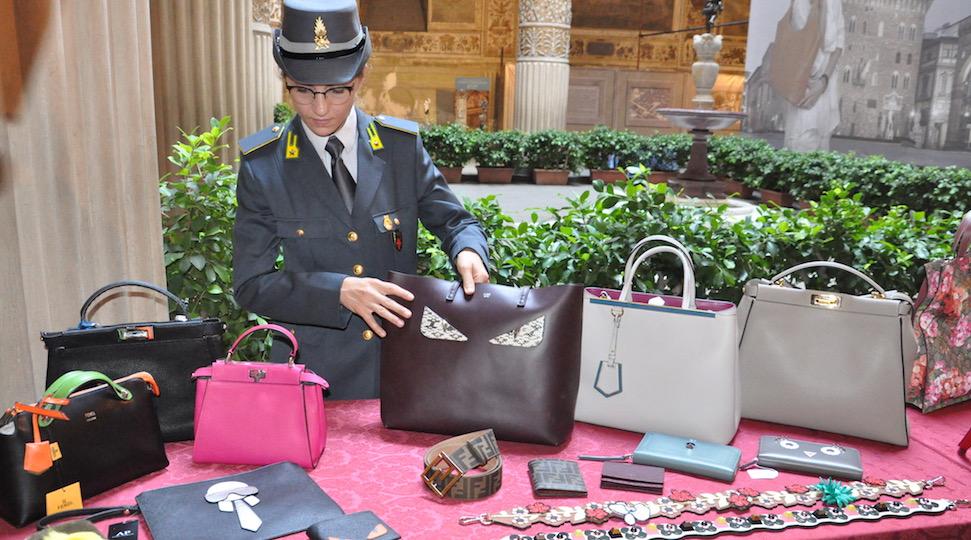 Prodotti contraffatti sequestrati dalla Guardia di Finanza a Firenze