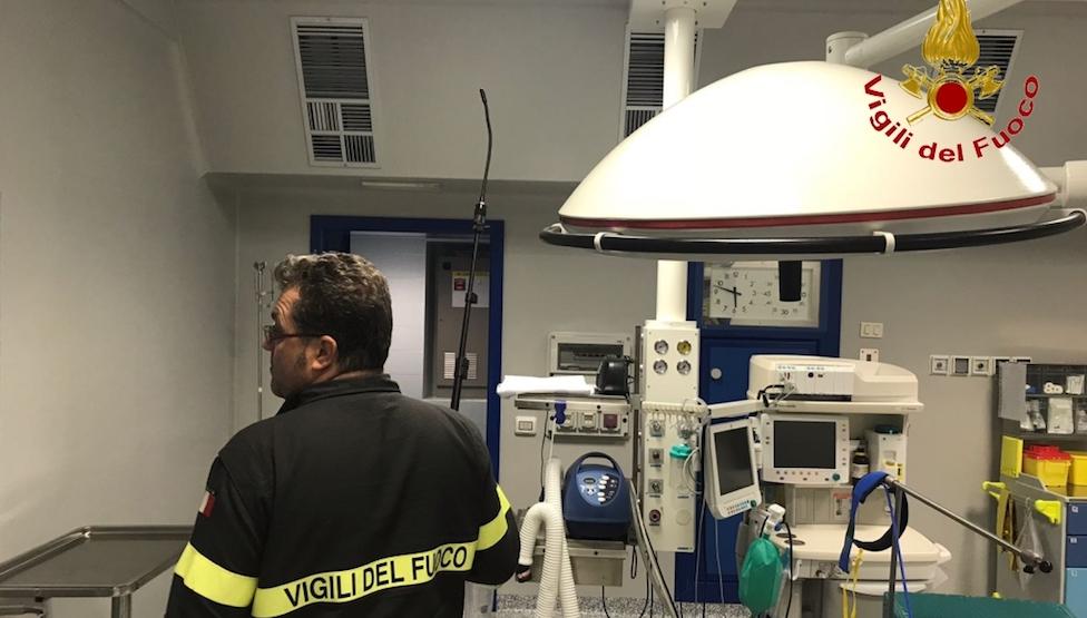 Controlli nella sala operatoria dello Iot a Firenze