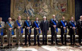 Il presidente della Repubblica con i militari insigniti della decorazione Omi