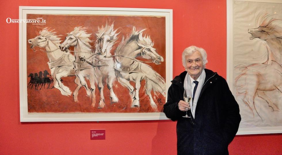 """Nano Campeggi davanti al suoi celebri cavalli bianchi del film """"Ben Hur"""""""