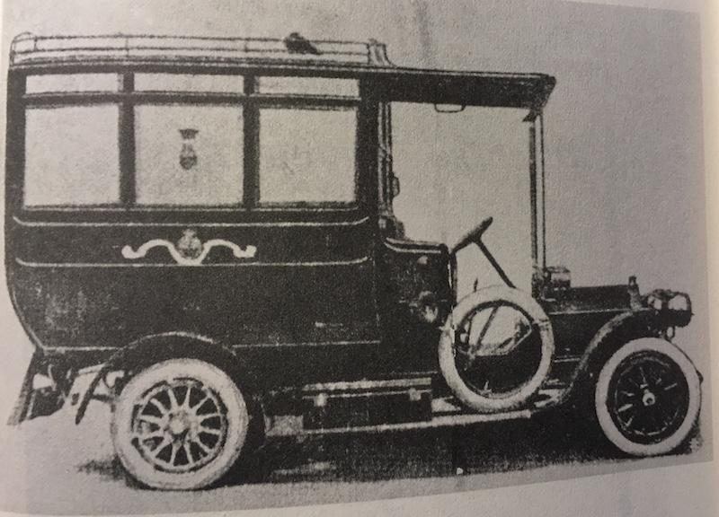 La prima ambulanza a motore della Misericordia di Firenze fu impiegata nel 1911