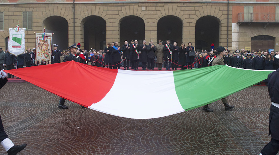 La Bandiera italiana sfila a Reggio Emilia per il 221° anniversario del Tricolore